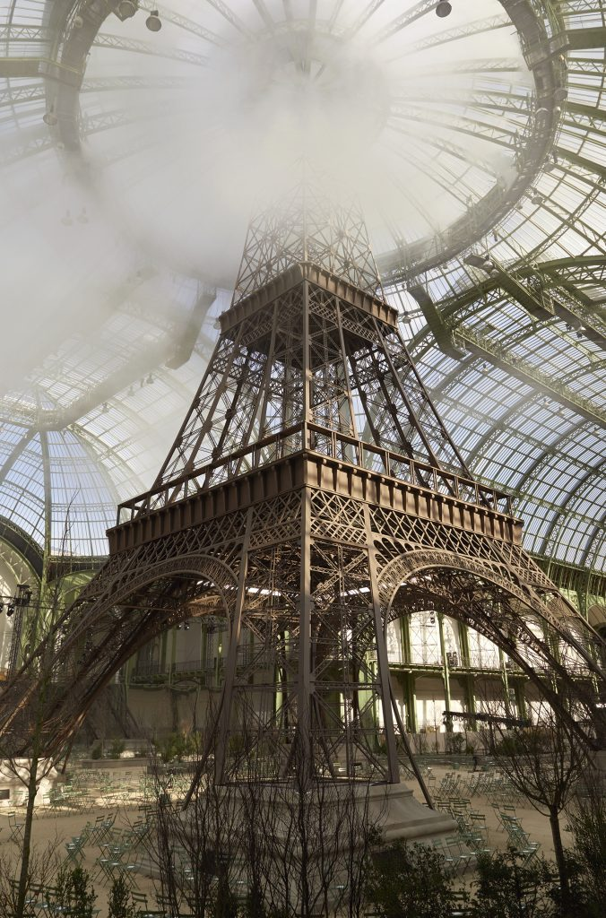 03_CHANEL_COLLECTION_HC_AH_2017_18_CHANEL_TOWER_OLIVIER_SAILLANT_LD