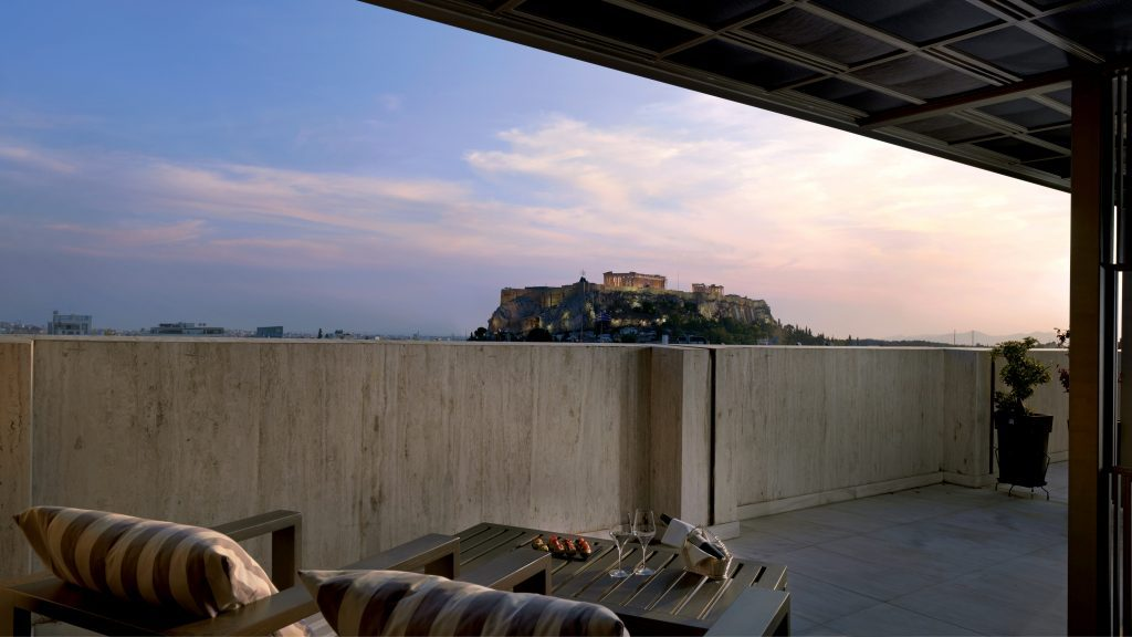 Suite with a view - Μαγικές καλοκαιρινές βραδιές στην Προεδρική Σουίτα του NJV Athens Plaza!