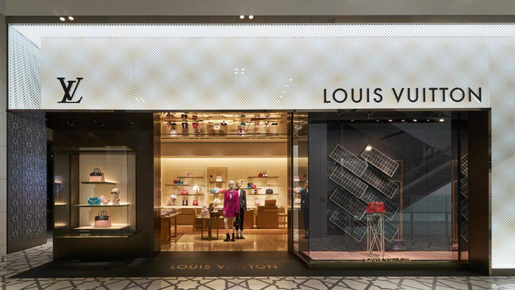 Η Louis Vuitton αφήνει -για λίγο- την haute couture και φτιάχνει αντισηπτικά χεριών!