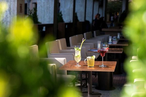 Safety first - Το Plaza Café του NJV Athens Plaza σας περιμένει και πάλι!